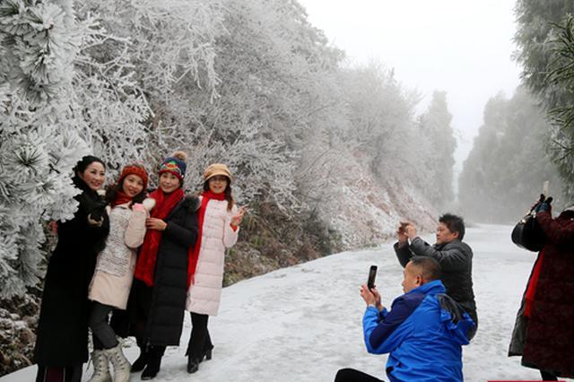 怀化雪峰山国家森林公园迎今冬首场降雪