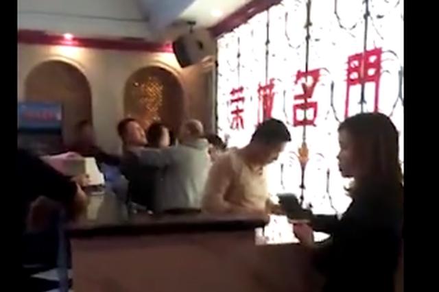 岳阳县KTV内群殴一死两伤 警方:3名嫌疑人已到案