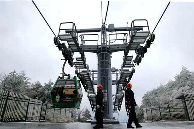 低温雨雪侵袭 湖南各地展开行动保道路畅通保供电