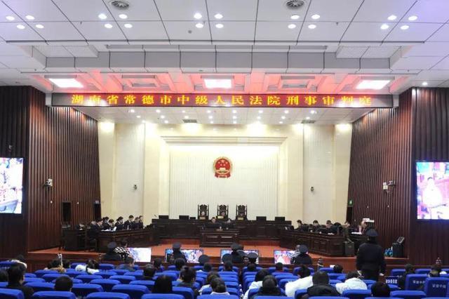 文烈宏等25名被告人涉黑案一审开庭