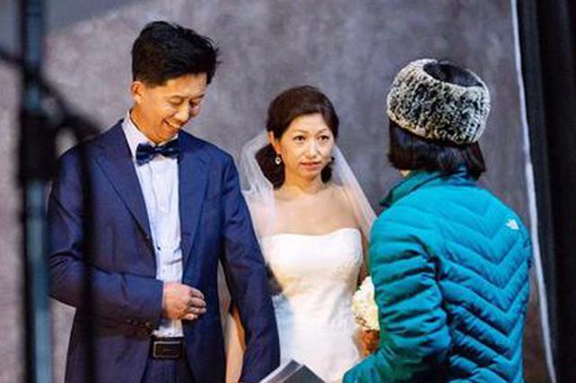 迟到20年的婚纱照 他们脱下工装做了一件浪漫的事