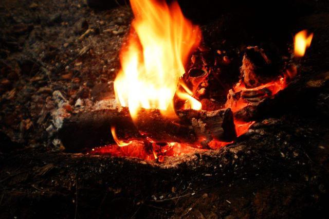 冬季烤火注意通风 湖南连发两起一氧化碳中毒6人死亡