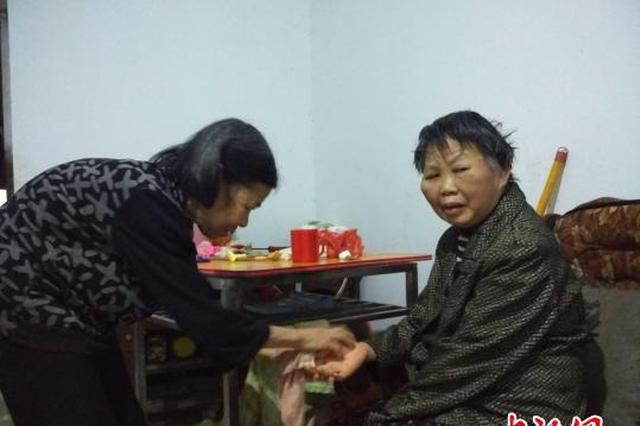 """湖南守诺老人照顾瘫痪邻居700多日夜 获评""""中国好人"""""""