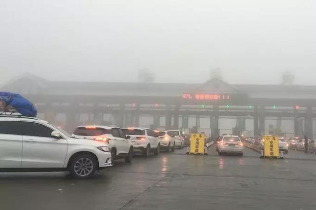 提前迎战春运 湘西高速单日出入口车流总量已突破十万台次