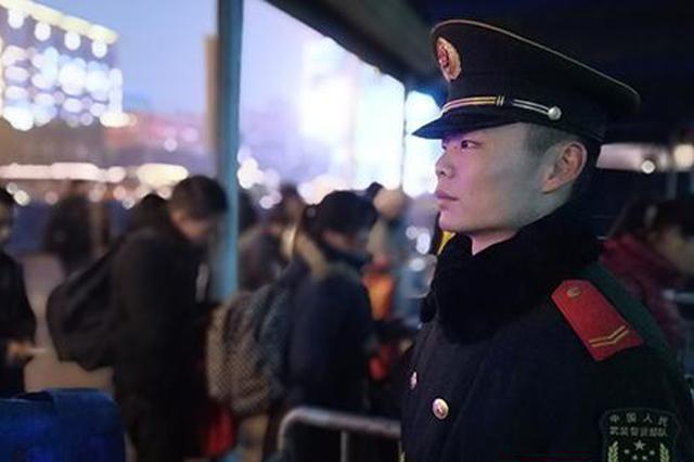 岳阳:春运返程 武警官兵把坚守镌刻在一线哨位