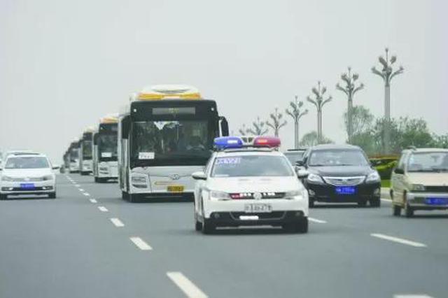 """岳阳一孕妇出租车上""""要生了"""" 的哥联手交警穿越春运车流"""