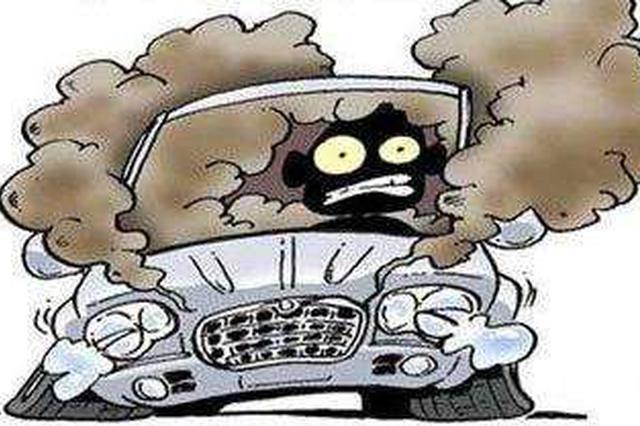 惊险!娄底一电动汽车行驶中冒烟起火