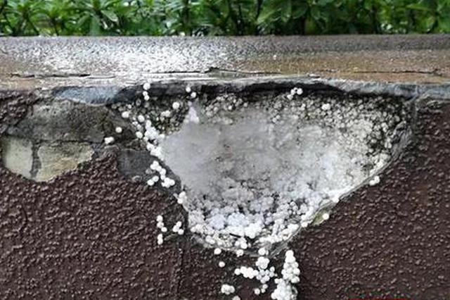 """常德三一翡翠湾小区惊现""""泡沫围墙 系新材料还是偷工减料"""