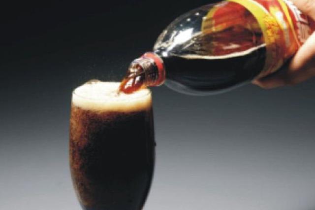 长沙一小伙长期喝碳酸饮料致中风