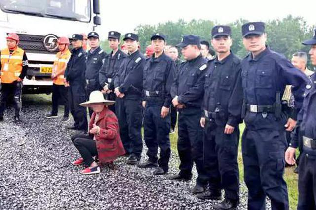 武陵区丹洲乡20多名村民闹事阻工 民警依法批评教育
