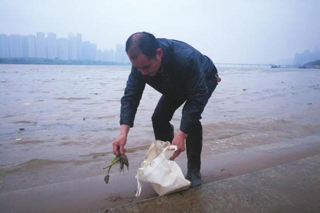 长沙一男子下水救人12次挽回13条生命