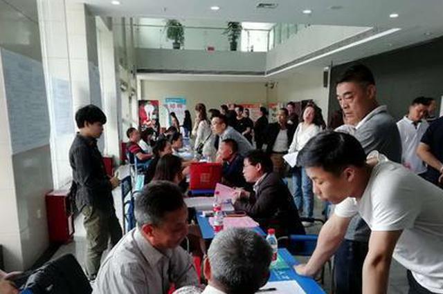 近4000人入场求职 岳阳夏季大型招聘会火热开场