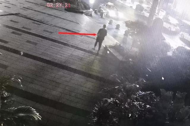 株洲一男子在酒吧门前盗窃后 竟返回现场继续蹦迪