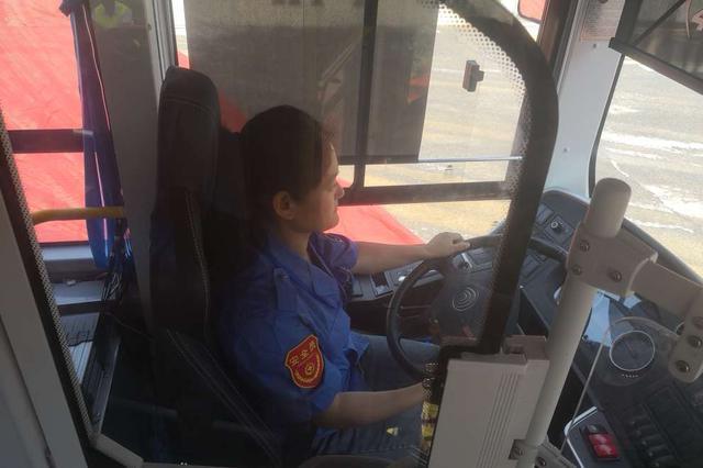 """""""长沙女公交司机带娃上夜班被停职引热议""""续:已正"""