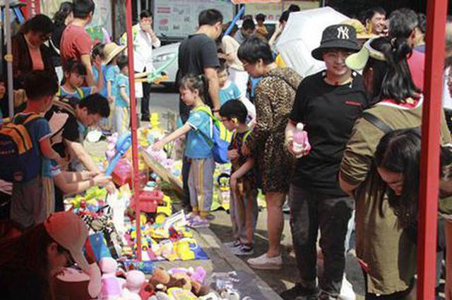 长沙幼儿园开展爱心义卖 筹集近万元帮助白血病儿童