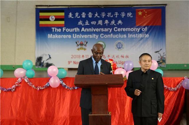 湘潭大学教授在乌干达工作:香蕉当饭吃 睡觉必须挂蚊帐