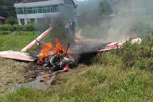 突发!一架小型飞机宁乡训练时起火烧毁 两人被烧伤