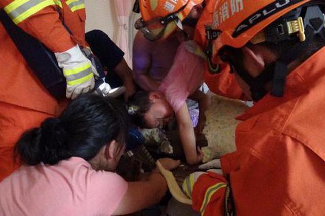 消防10多分钟解救邵阳5岁女童 因好奇把头卡进按摩床呼吸孔