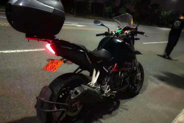 深夜一声巨响 长沙19岁男子酒后驾他人摩托撞花坛生命垂危