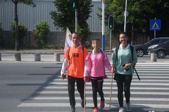 26天1300公里117万步 湖南父女徒步抵汕头大学报到