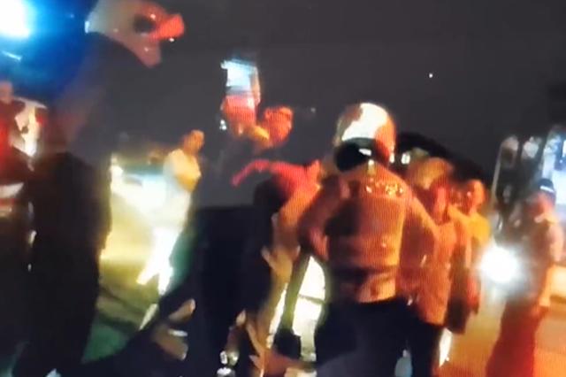 违停并辱骂执法交警 长沙一车主被拘留