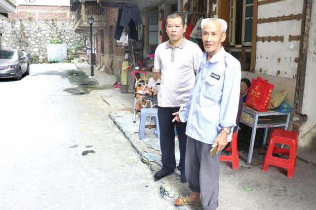 郴州51岁民警徒手夺刀制服行凶男 为这样的邻居自豪