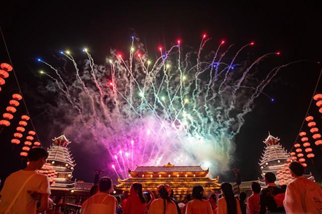 """堪比春运中秋""""热"""" 湖南假期接待游客超2000万人次"""