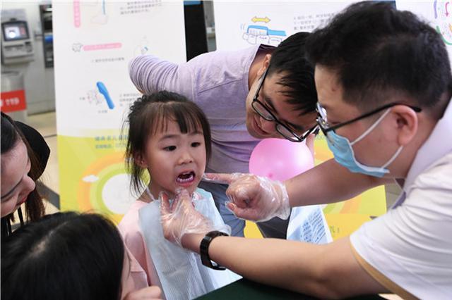 3 岁儿童龋齿患病率为 51.9%,专家提倡儿童也用牙线