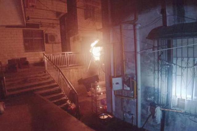 惊险!楼下烧烤店突然起火 邻居睡梦中被惊醒