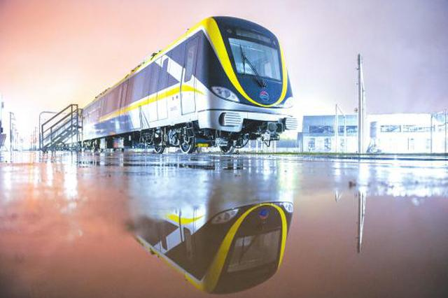 长沙地铁5号线列车来啦 年底通车试运行
