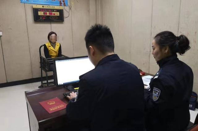 女子换户口本被查出不同名身份证 被警方收缴证件并罚款