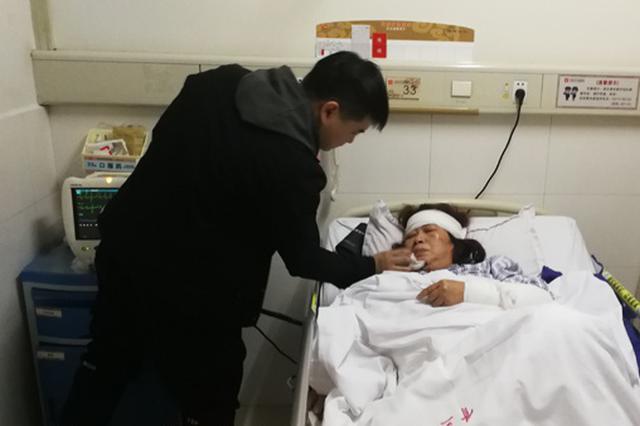 浏阳烟花厂爆炸案幸存者:突然被震昏 醒来时已在救护车上