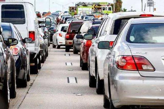交通运输部:明年8座、9座客车通行费降一半
