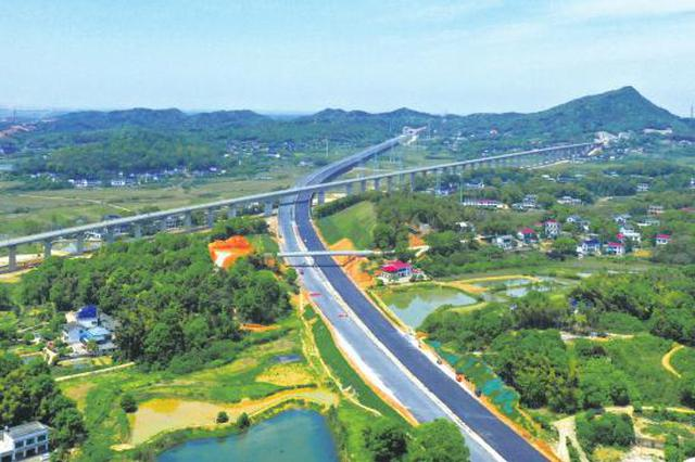 张吉怀铁路第一长隧5月1日实现贯通 增添交通新动脉助力企业走