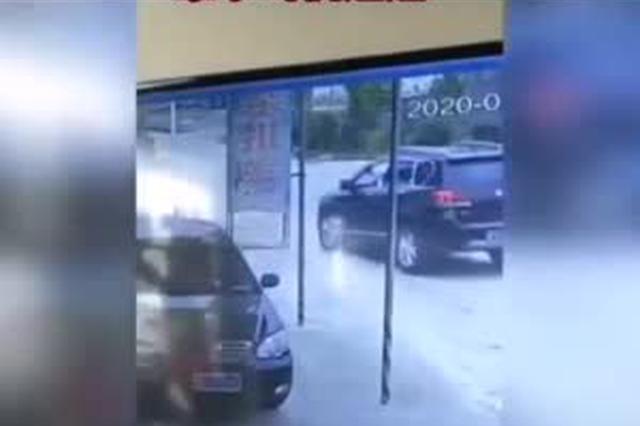 岳阳一村民被撞后遭二次碾压 交警:肇事司机,赶紧自首!