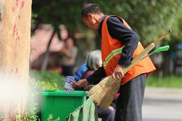 超法定退休年龄保洁工被解雇, 用人单位被判赔1.29万元