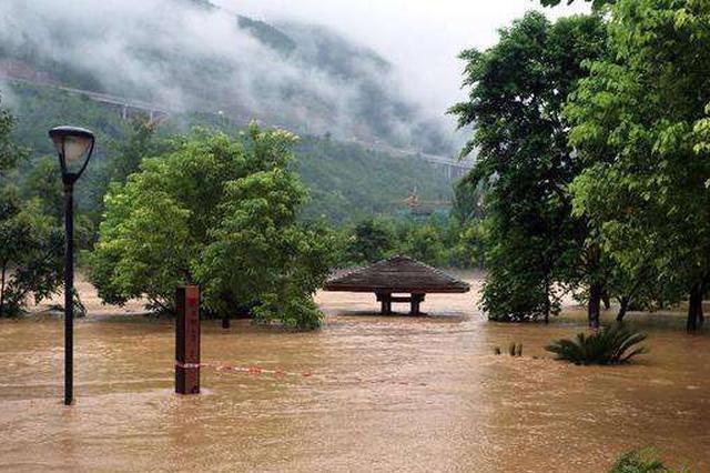 湖南63个县遭暴雨袭击,部分乡村主干道因洪水中断