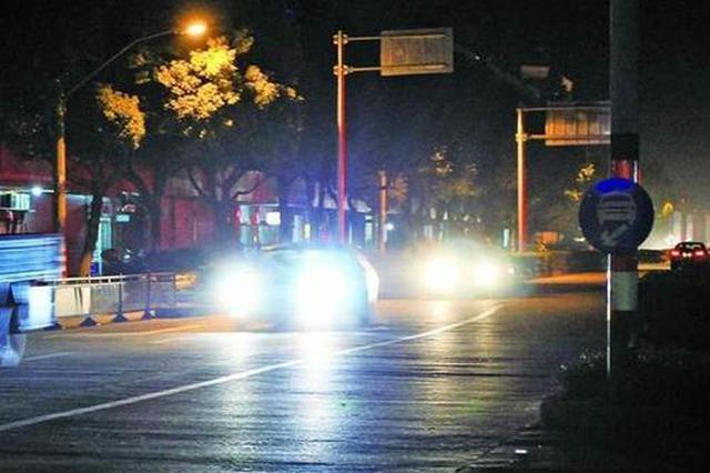 司机滥用远光灯致相向车辆撞人死亡,法院这样判
