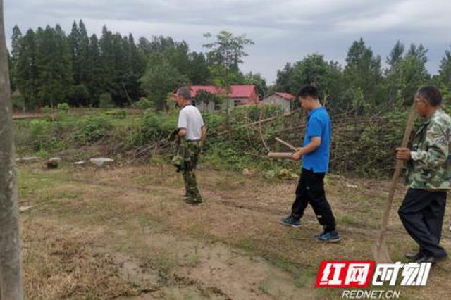 """湖南南县:年仅14岁,这名初一学生成最年轻的""""守堤人"""""""