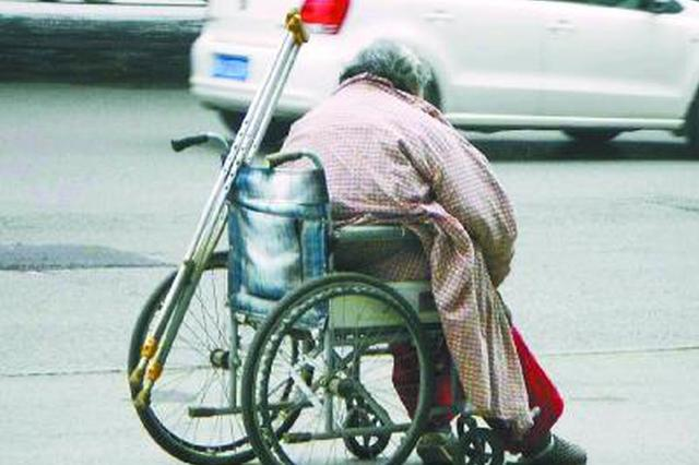 上学路上推轮椅推出17万元索赔:老人称小孩贪玩而为,男孩称是应邀帮忙