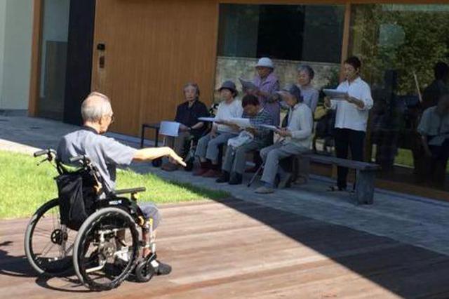 嫌养老院理发难看,永州半瘫老人独自出门却被困车流中