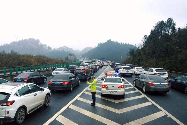 """""""双节""""湖南高速出入口流量单日破508万"""