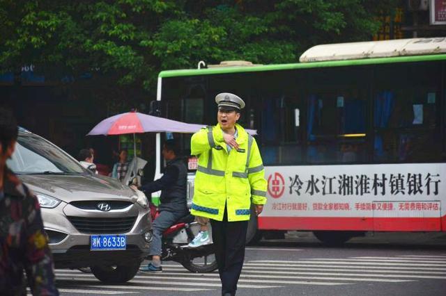 """湖南交警""""双节""""长假查获交通违法41.7万起"""