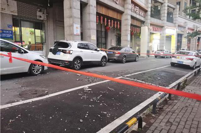 长沙一小区保安队长查看外墙时被掉落的瓷砖砸中身亡
