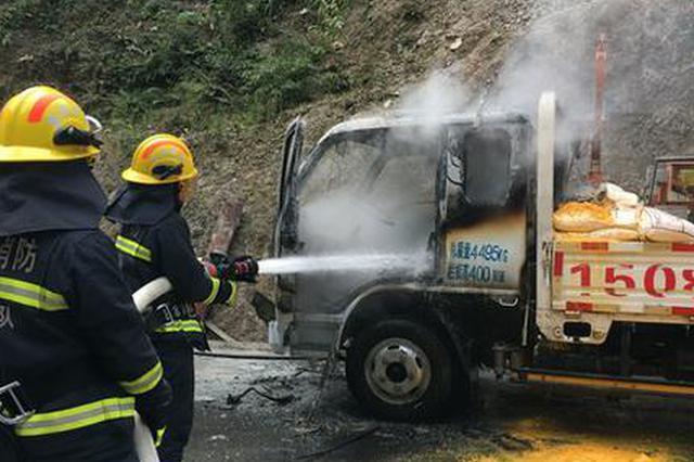 货车施工突发自燃 保靖消防迅速扑救