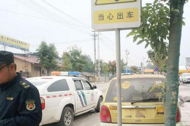 """龙山:多部门联合执法清理""""僵尸车""""还路于民"""