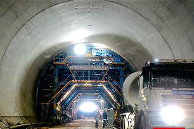 常益长高铁白竹仑隧道顺利贯通