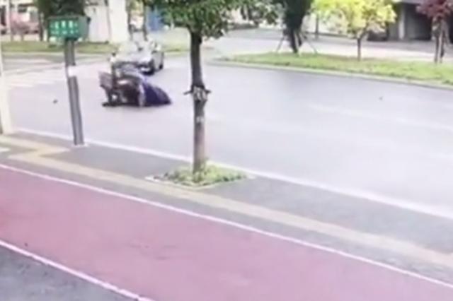 常德一小车斑马线掉头违法酿事故负全责还挨罚
