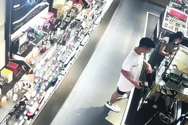 长沙一男子为向朋友炫耀开着豪车来商场偷名牌护肤品