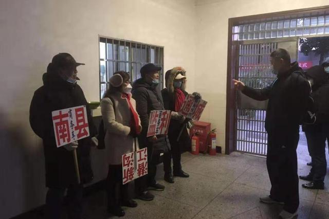 长铁公安岳阳站派出所查获 25 名喊客拉客违法人员